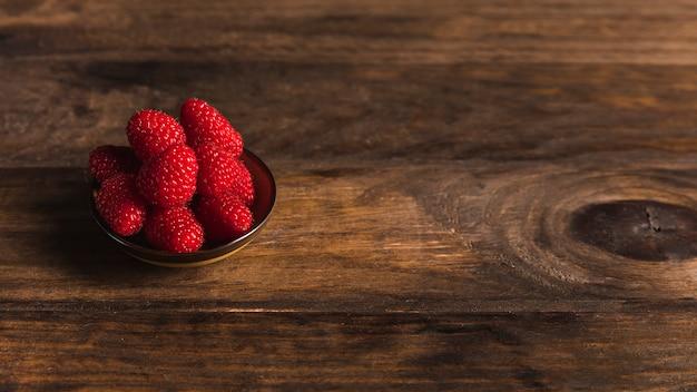 Frutos mal-humorados ainda vida Foto gratuita