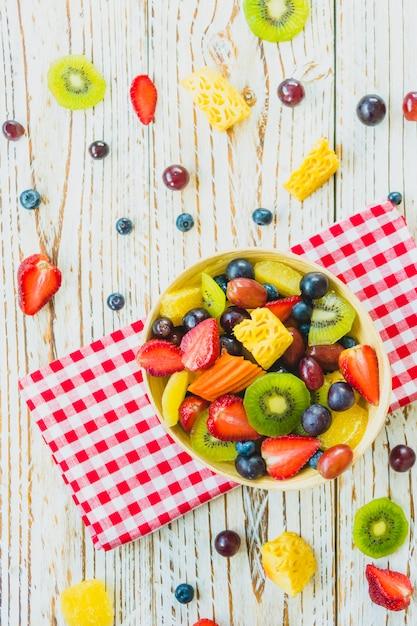Frutos misturados e sortidos Foto gratuita