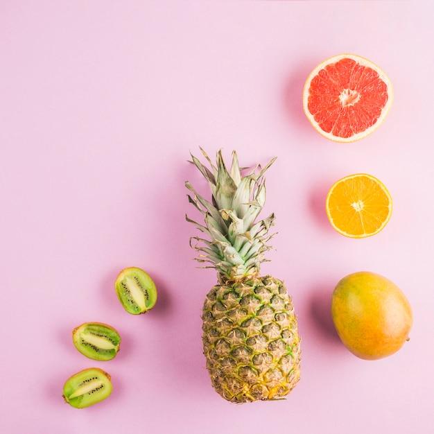 Frutos tropicais de vista superior Foto gratuita