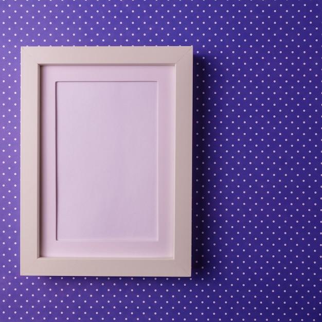 Fundo abstrato do papel do colofrul do minimalism com moldura para retrato vazia. Foto Premium