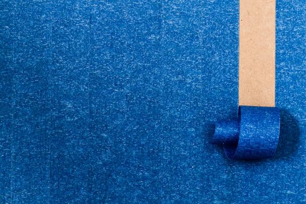 Fundo adesivo azul com linha de enrolamento Foto gratuita