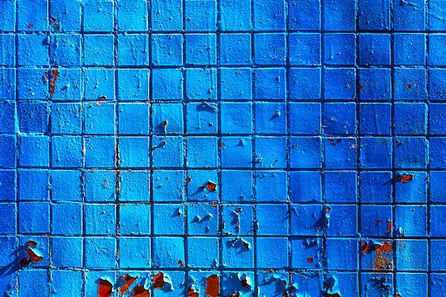 Fundo arquitectónico de parede de mosaico pintado de azul com rachaduras Foto Premium