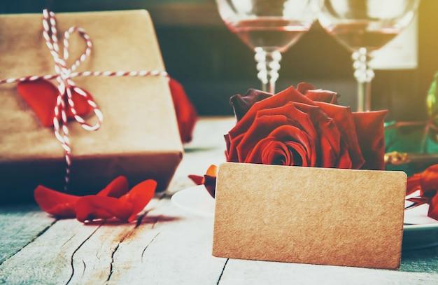 Fundo bonito sobre o tema do amor do feriado e um clima agradável. foco seletivo. Foto Premium