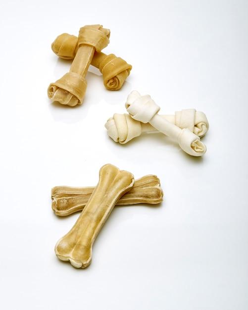 Fundo branco de osso de cachorro Foto Premium