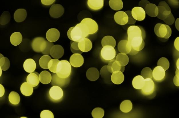 Fundo claro defocused amarelo dourado do efeito de bokeh. conceito de luzes de natal Foto Premium