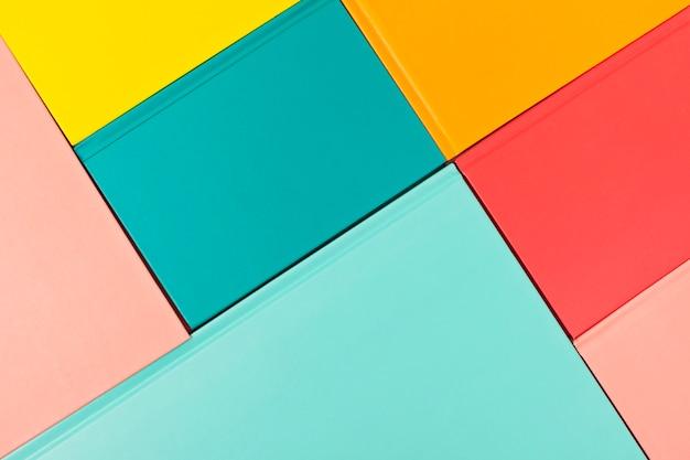 Fundo com capas de livros coloridos vazios. Foto Premium