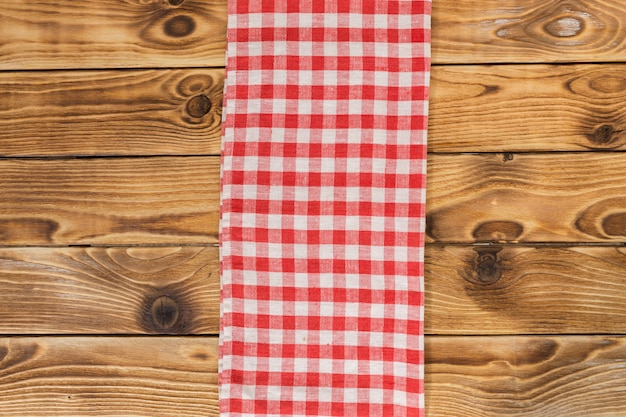 Fundo com mesa de madeira vazia com toalha de mesa Foto Premium