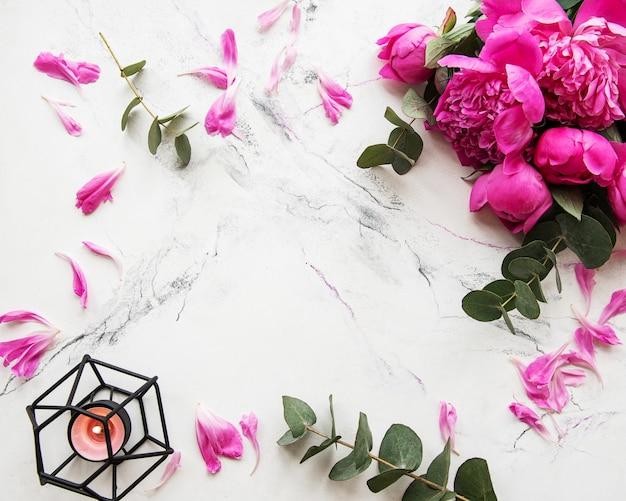 Fundo com peônias rosa Foto Premium