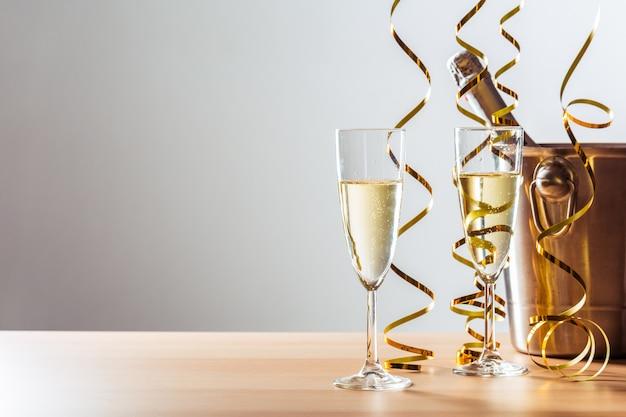 Fundo de celebração de véspera de ano novo com champanhe Foto Premium
