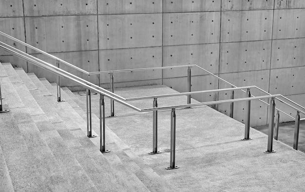 Fundo de degraus de escadas de pedra com alça de alumínio Foto Premium