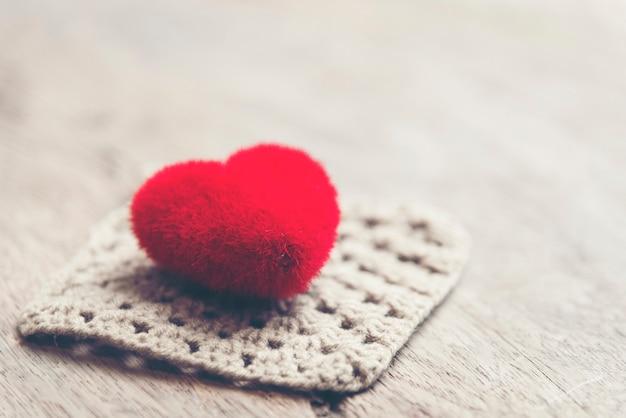 Fundo de dia dos namorados com corações, imagem de filtro vintage Foto Premium