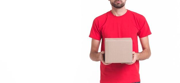 Fundo de espaço minimalista cópia com homem segurando um pacote Foto gratuita