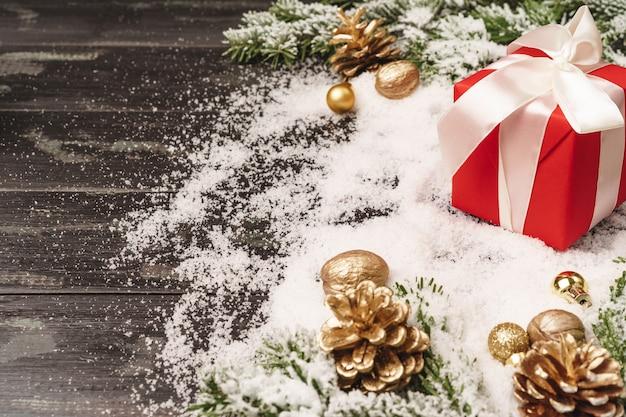 Fundo de férias de inverno com espaço embrulhado para presente e cópia Foto Premium