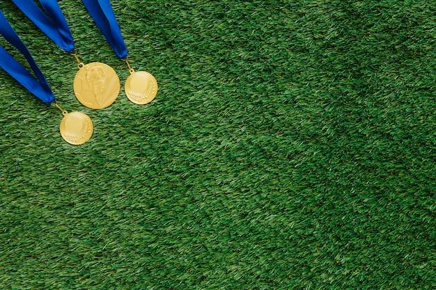 Fundo de futebol com medalhas e copyspace Foto gratuita
