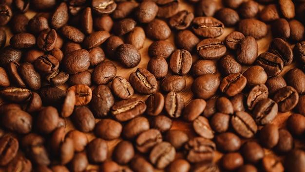 Fundo de grãos de café. closeup vista. plano de fundo para o design do site ou brochura sobre o conceito de comida. Foto Premium