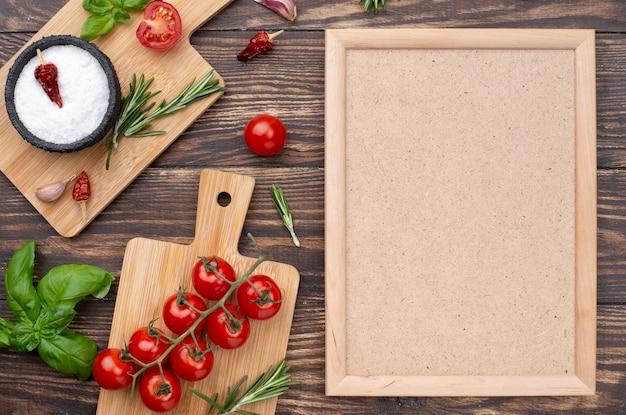 Fundo de madeira com ingredientes de cozinha Foto gratuita