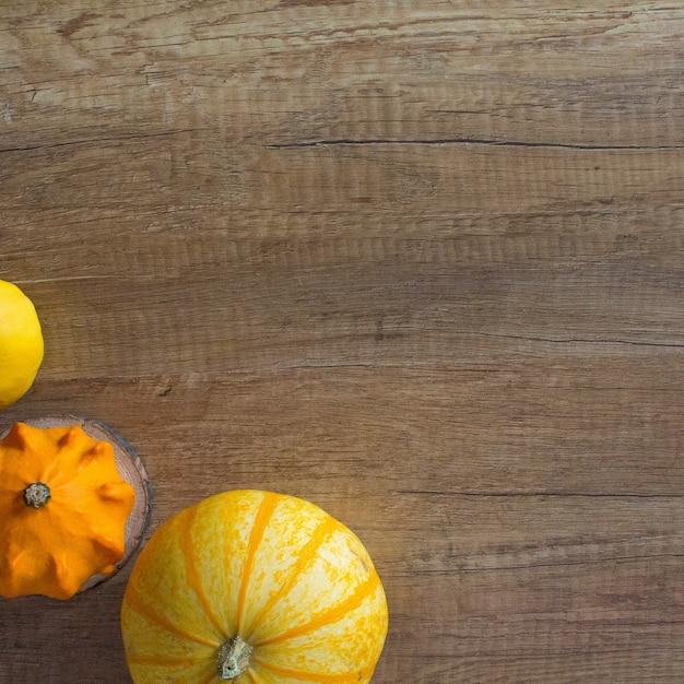 Fundo de madeira de abóbora de outono Foto Premium