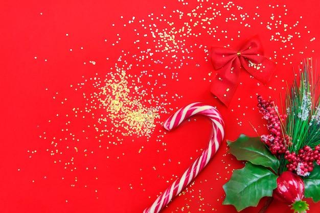 Fundo de natal com decoração de natal. cartão de feliz natal. tema de férias de inverno. feliz ano novo. boas festas Foto Premium
