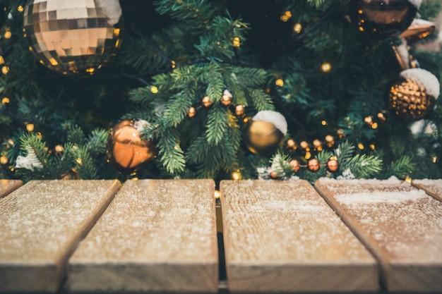 Fundo de natal de mesa e guirlanda de ouro turva, Foto Premium