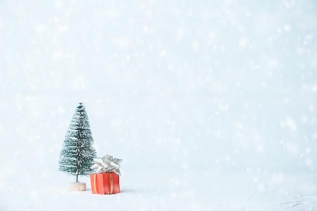 Fundo de natal minimalista e ano novo. biscoitos de gengibre. Foto Premium