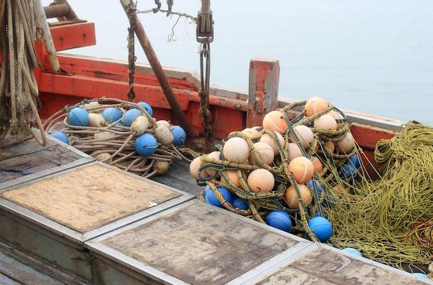 Fundo de redes de pesca e carros alegóricos Foto Premium