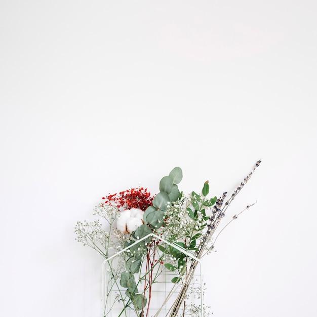 Fundo decorativo com flores diferentes Foto gratuita