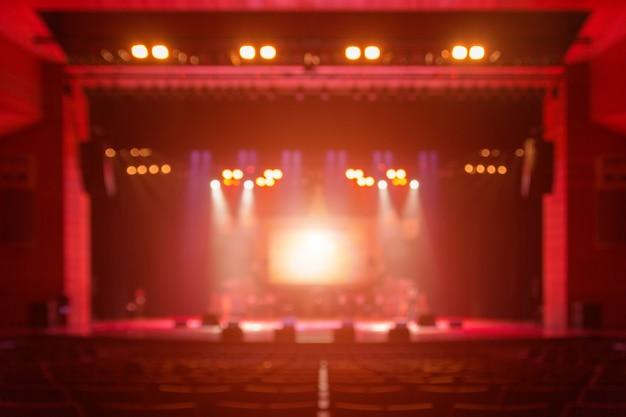 Fundo desfocado do concerto silhueta na frente do palco Foto Premium