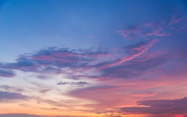 Fundo do lindo céu do sol Foto Premium