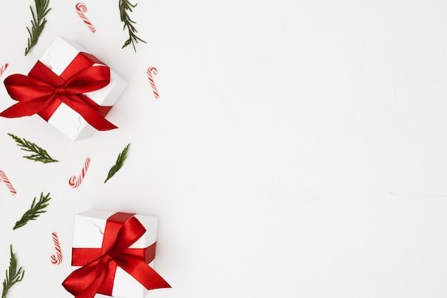 Fundo feito com enfeites de natal Foto gratuita