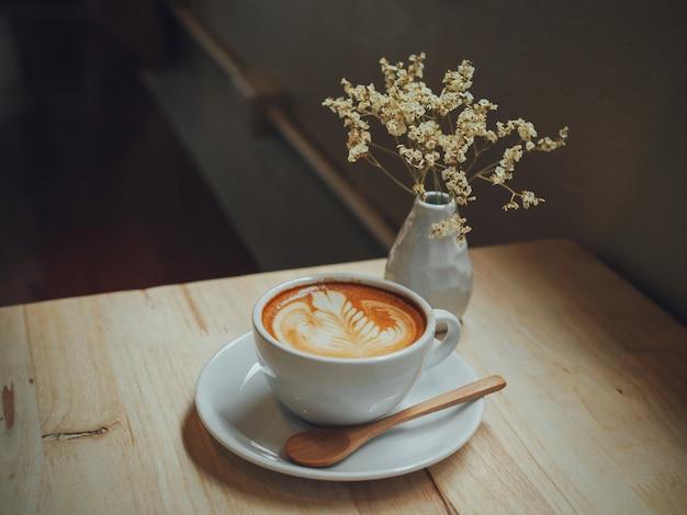 Fundo formação café cor quente Foto gratuita