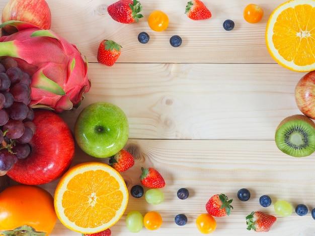 Fundo fresco colorido das frutas e legumes. Foto Premium