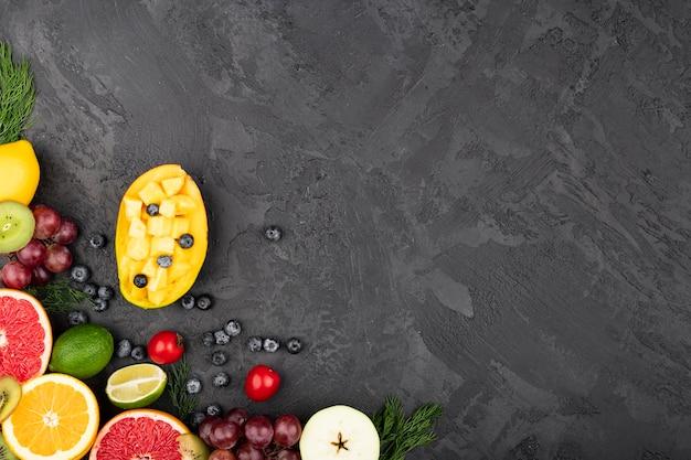 Fundo grunge com deliciosas frutas Foto gratuita