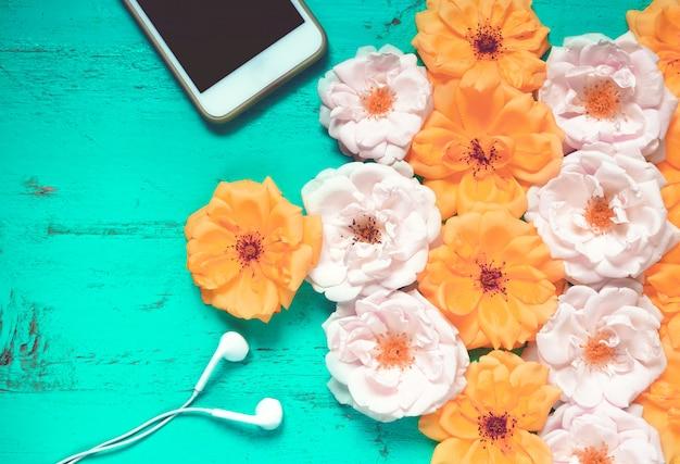 Fundo lindo de verão com rosas frescas Foto Premium