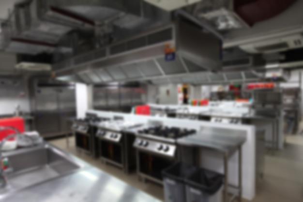 Fundo obscuro da cozinha com equipamento de cozimento, ninguém para dentro. Foto Premium