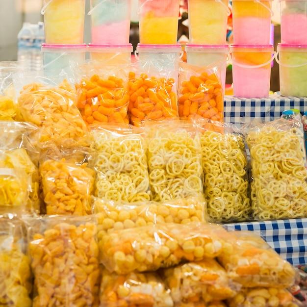 Funfair conjunto de deliciosos petiscos Foto gratuita