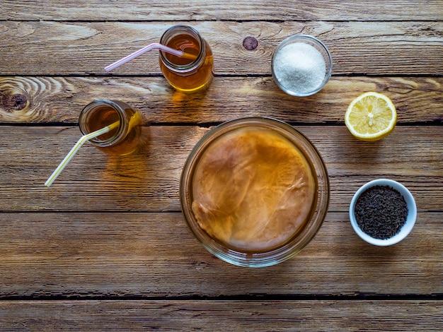 Fungo de kombucha. bebida de chá fermentado orgânico. Foto Premium