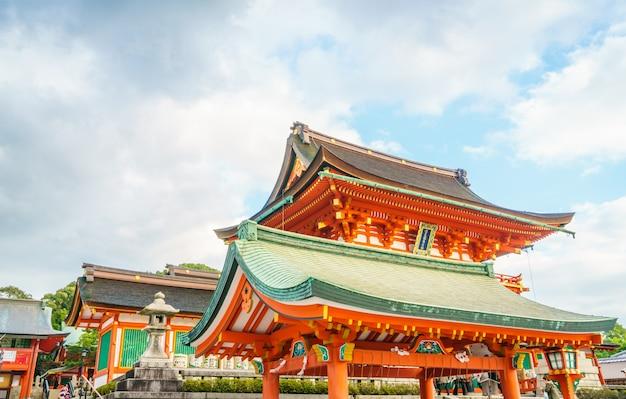 Fushimiinari taisha shrinetemple em kyoto, japão Foto gratuita