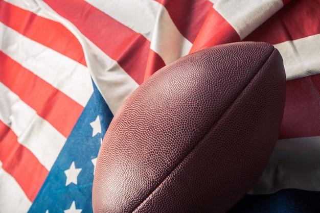 Futebol americano na bandeira americana antiga glória Foto Premium