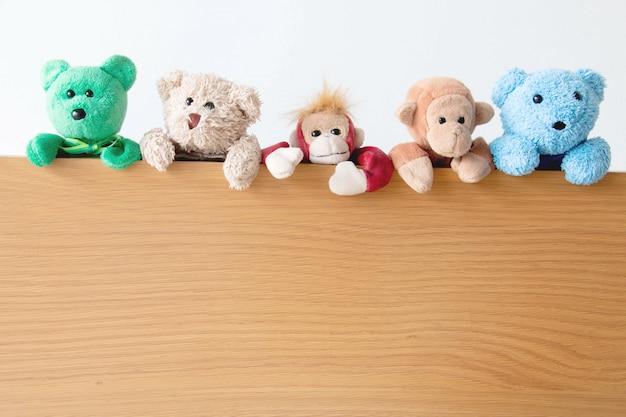 Gangue de ursos de pelúcia e macacos Foto Premium