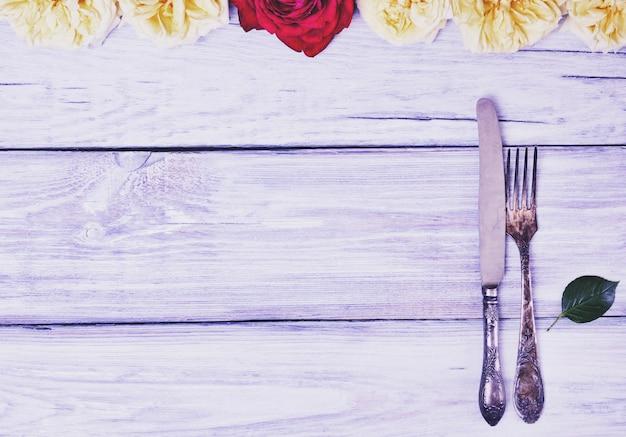 Garfo e faca de talheres de ferro Foto Premium