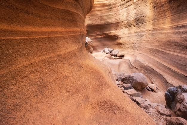 Garganta cênico da pedra calcária, barranco de las vacas em gran canaria, espanha das ilhas canárias. Foto Premium
