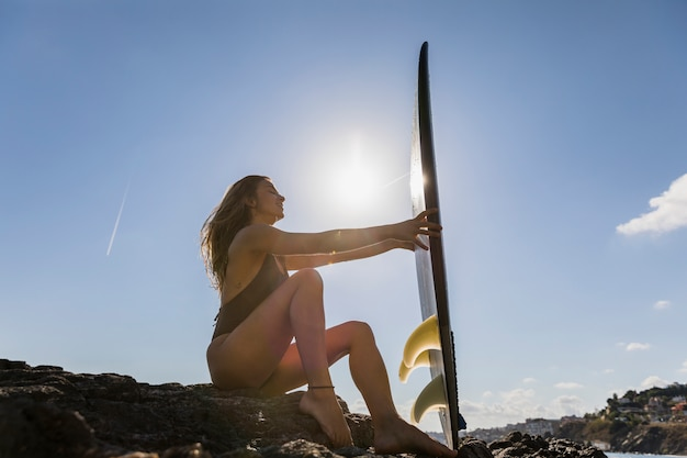 Garota sexy surfista Foto gratuita