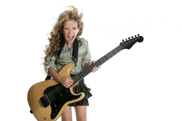 Garotinha loira tocando guitarra elétrica hardcore Foto Premium