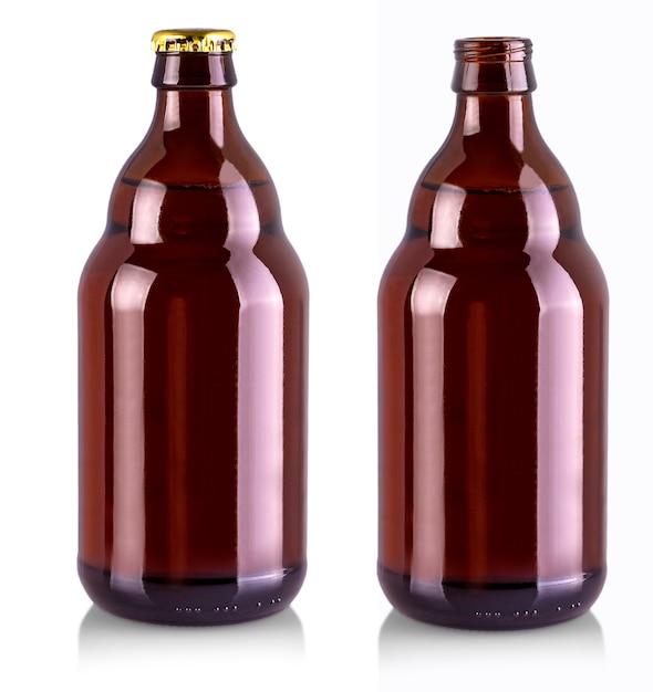 Garrafa de cerveja com tampa de metal dourada isolada no branco Foto Premium