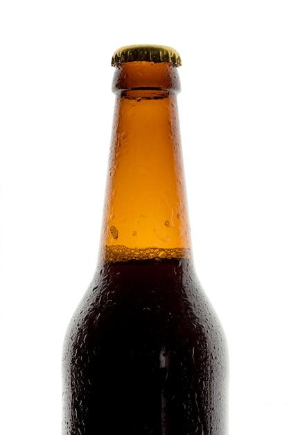 Garrafa de cerveja no fundo branco Foto Premium