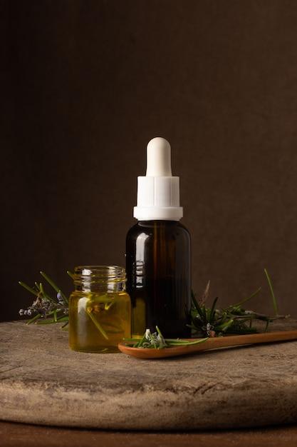 Garrafa de plástico de close-up com oi orgânico Foto gratuita