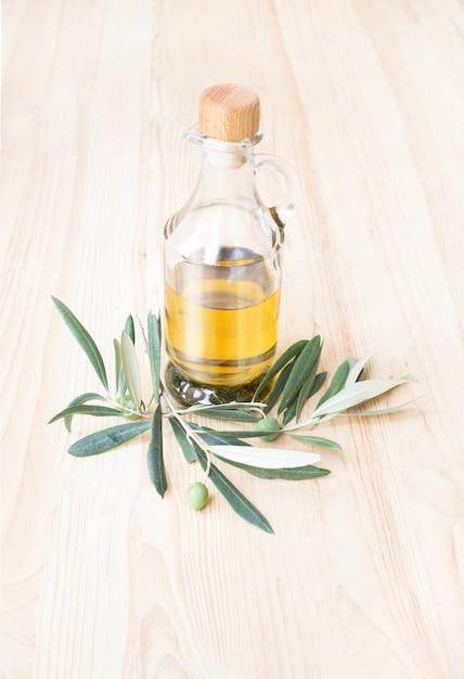 Garrafa de vidro de azeite. Foto gratuita