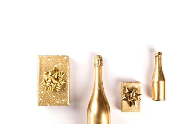 Garrafa decorada de champagne.symbol dourado do natal. Foto Premium