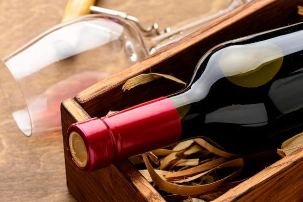 Garrafa e copo de vinho para close-up Foto gratuita