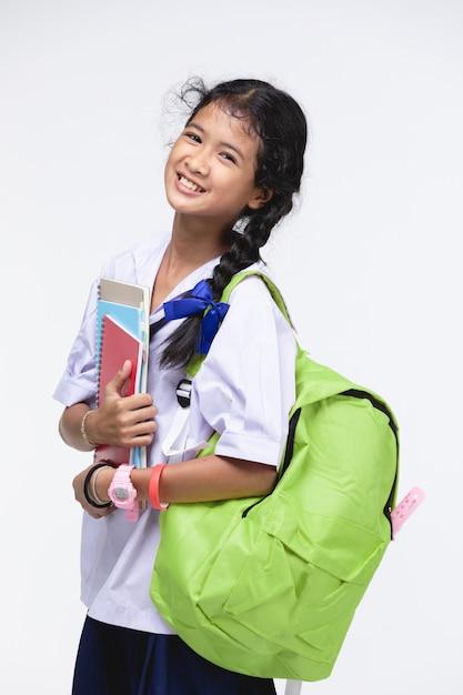 Gata do uniforme do aluno com artigos de papelaria em cinza Foto Premium